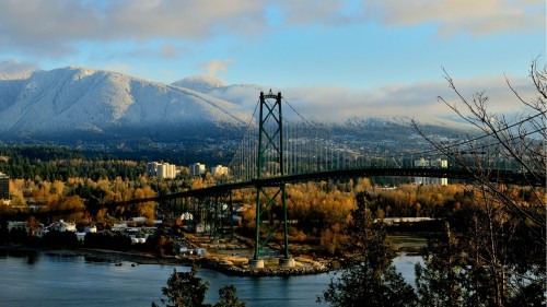 Northshore_With_Lions_Gate_Bridge
